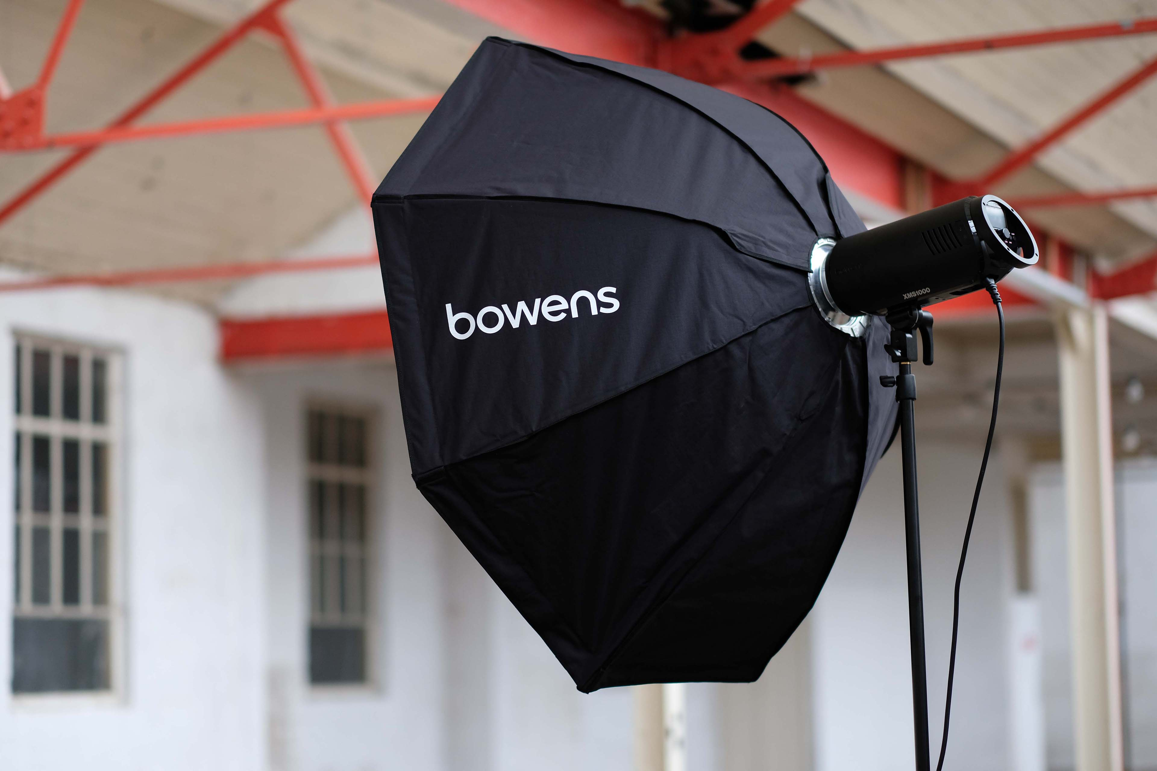 Bowens XMS100 flash head with diffuser
